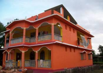 Комплекс из восьми (4 + 4) спален Раджу хаус в Мандреме